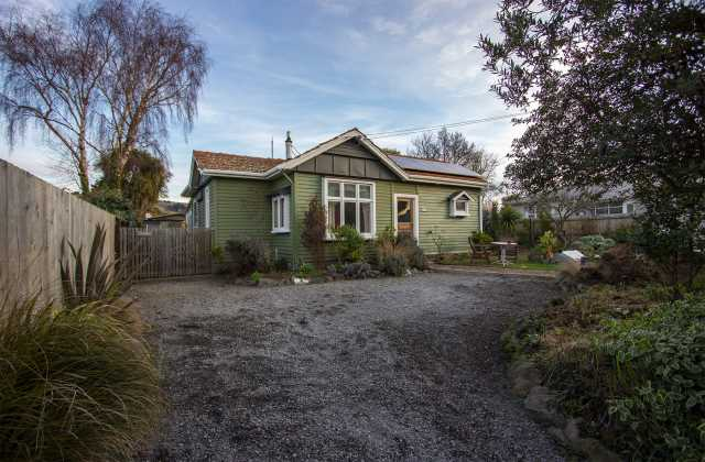Renovated Californian Bungalow in Woolston